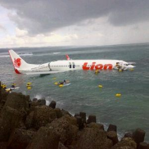 Pesawat Lion Air Jatuh ke Laut di Bali1