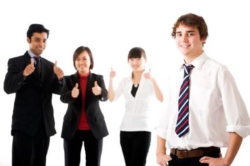 menjadi karyawan atau pengusaha